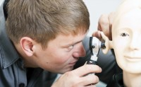 中耳炎症状表现及日常护理方法
